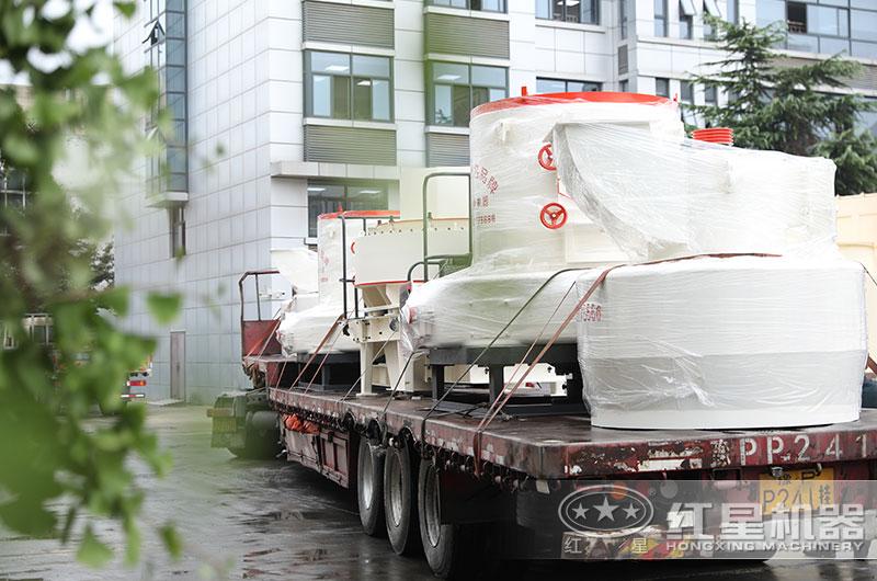 石油焦磨粉机设备发货